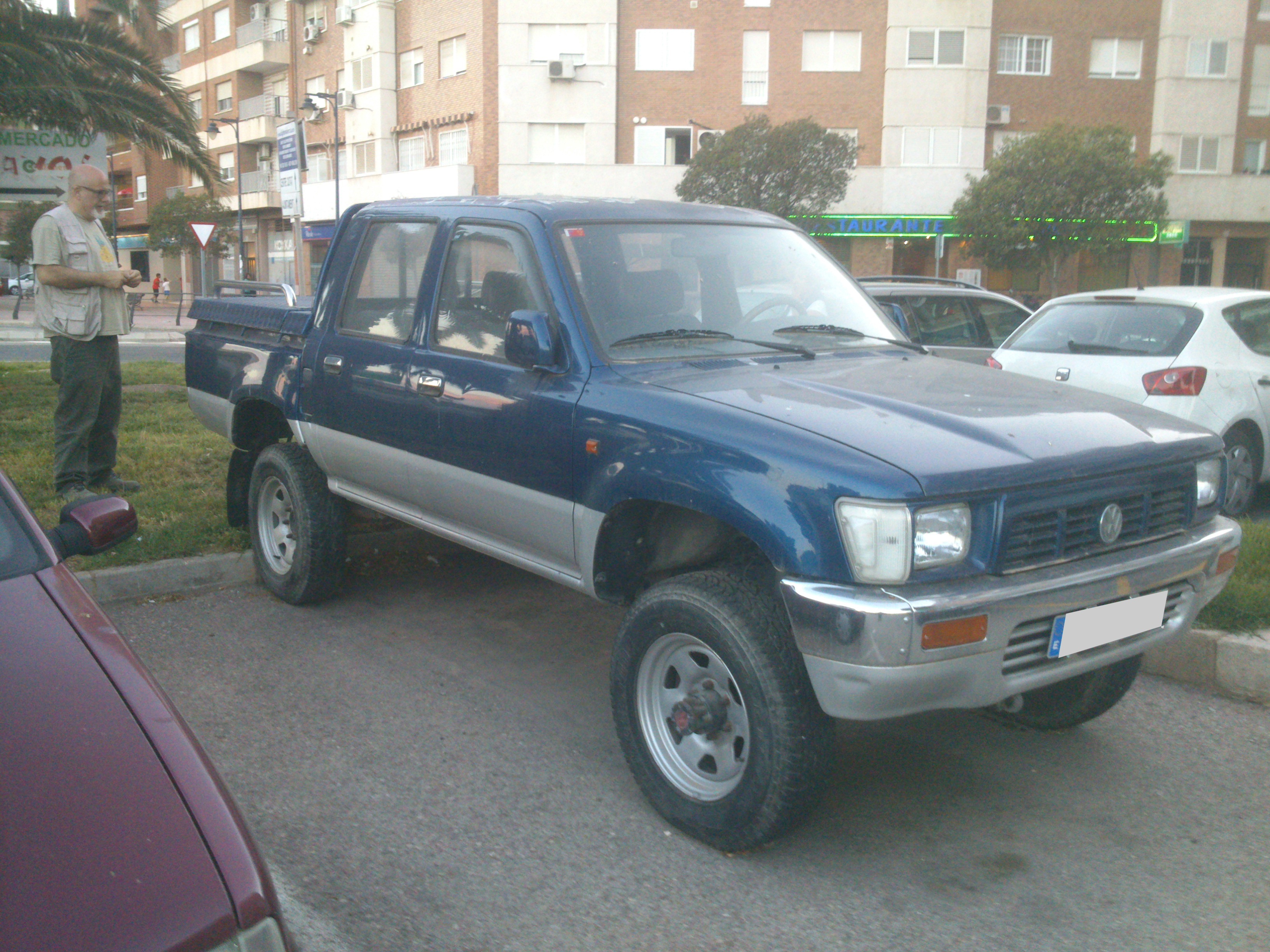 1990 toyota hilux vw taro doka double cab turbo diesel 4 4 truck anyone interested zombie. Black Bedroom Furniture Sets. Home Design Ideas