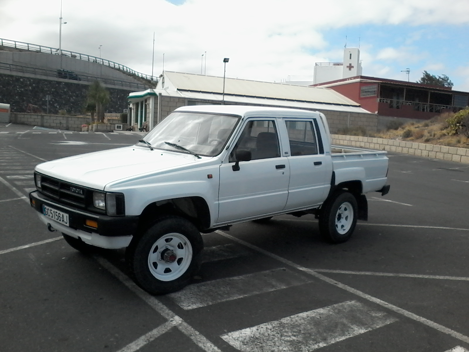 sold 1988 toyota hilux double cab 4 4 pickup truck. Black Bedroom Furniture Sets. Home Design Ideas